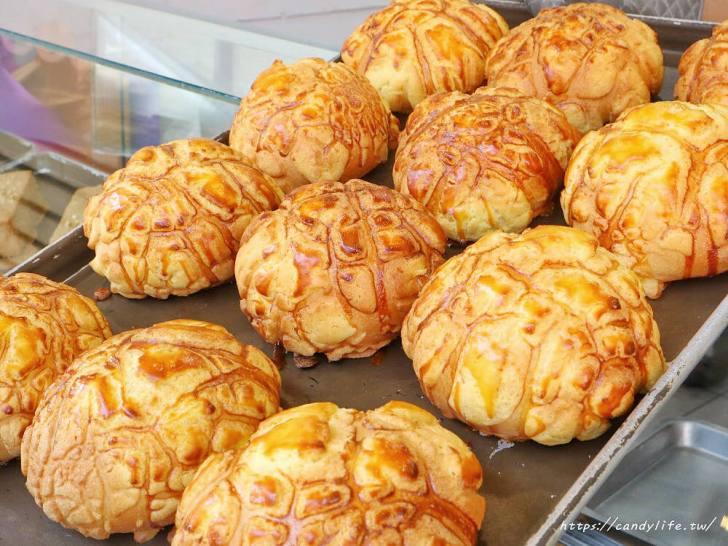 20200130133010 48 - 逢甲人氣現烤菠蘿麵包,外酥內軟,還有香蒜條、乳酪條、花生條,讓人一訪再訪!