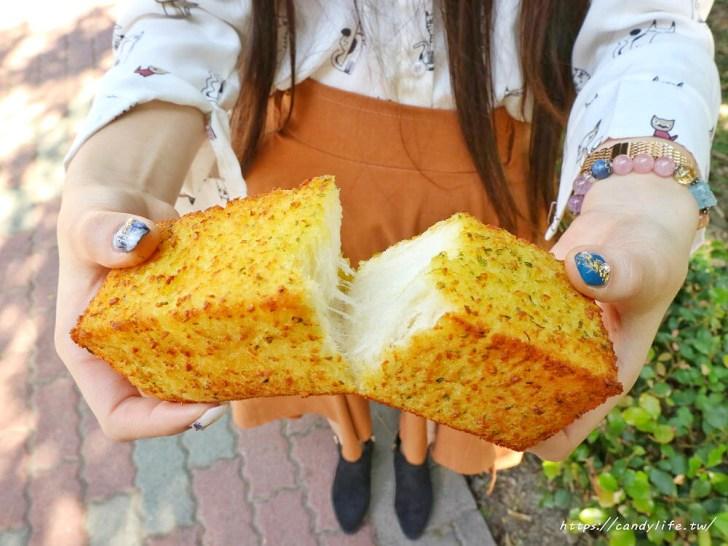 20200130133021 10 - 逢甲人氣現烤菠蘿麵包,外酥內軟,還有香蒜條、乳酪條、花生條,讓人一訪再訪!