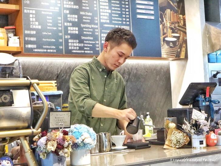 20200212104138 32 - 店裡頭都是型男的質感咖啡館,主打千層蛋糕及生乳酪,還有輕食套餐~