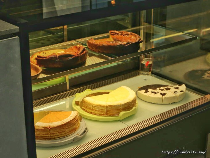 20200212104148 36 - 店裡頭都是型男的質感咖啡館,主打千層蛋糕及生乳酪,還有輕食套餐~
