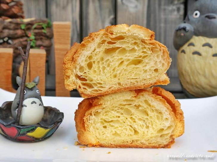 20200304160529 29 - 滿屋子都是龍貓的麵包坊,試吃給的超大方,麵包餡料滿滿,激推脆皮菠蘿,口味超多!