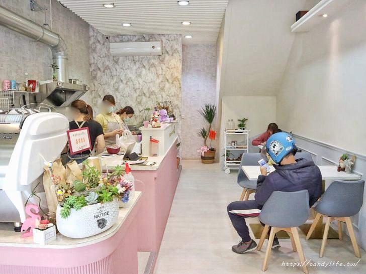 20200313153025 79 - 新開幕的小清新咖啡館,鹹食甜點通通有,還有超可愛的咖啡卡打牆~