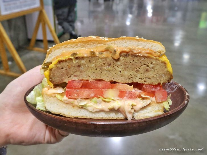 20200328223951 5 - 好市多起司牛肉堡新登場!漢堡好巨大,碎洋蔥隨你加,還有飲料喝到飽!