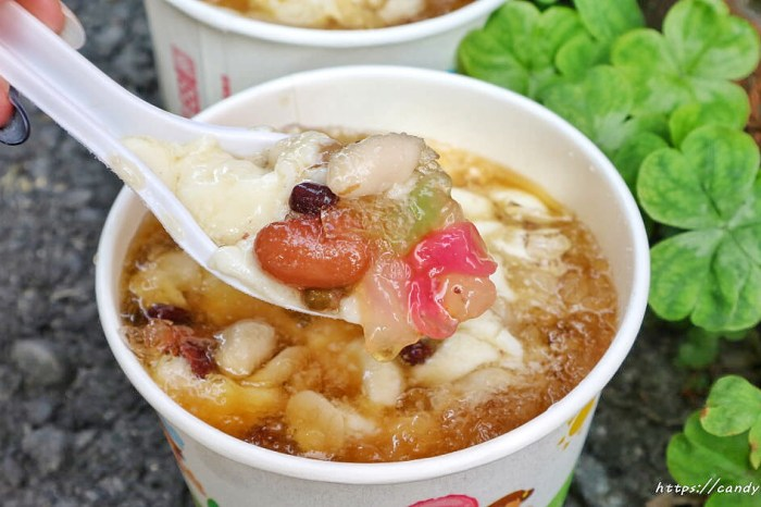 純古老豆花│台中銅板美食,在地人激推的古早味豆花,迷人炭燒香,綜合料超多,還吃的到QQ~