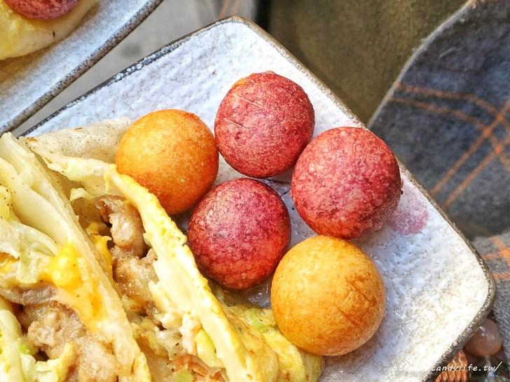 20200428110928 70 - 台中古早味粉漿蛋餅推薦~隱身在市場中的爆餡蛋餅!炒麵蛋餅超特別,雙色地瓜球也超好吃~