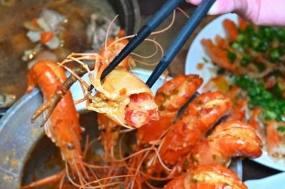 一品活蝦周年慶,滿額送燒酒雞湯,超過20種活蝦料理,有選擇障礙的小心,內用再享白飯吃到飽