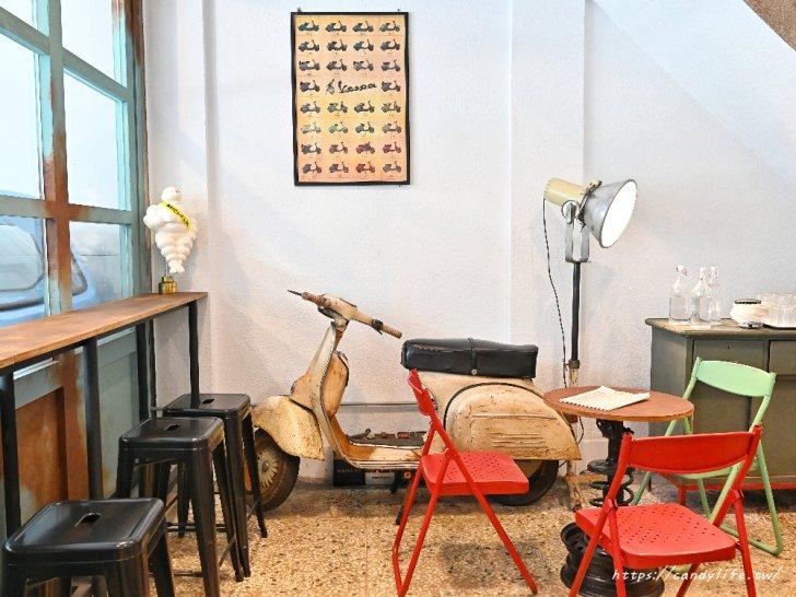 20210315102122 18 - 熱血採訪|開在修車廠裡的雞蛋糕店,裝潢超好拍,也是間寵物友善餐廳