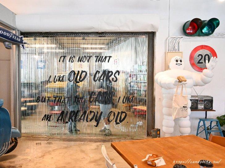 20210315102127 79 - 熱血採訪|開在修車廠裡的雞蛋糕店,裝潢超好拍,也是間寵物友善餐廳