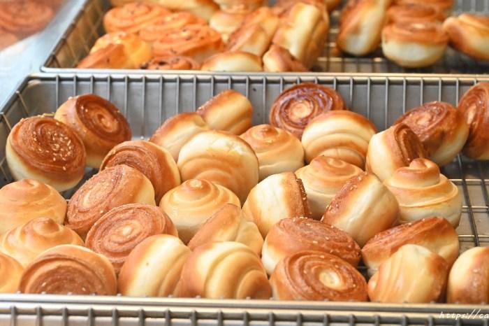 周記上海脆皮烤饅頭│讓人愛不釋手的脆皮烤饅頭,一顆只要7元,有原味、花生、蔥花,還有隱藏版口味唷~