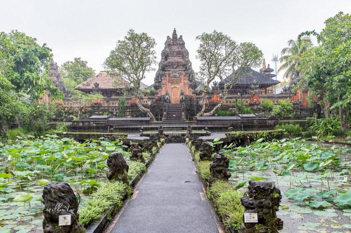 峇里島自由行 烏布景點 | Ubud Starbucks 星巴克 – 欣賞水宮寺廟的絕佳位置