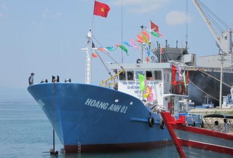 fishing boats, fishermen, East Sea