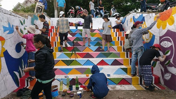 Da Nang's Architecture College, artist Nguyen Thi Thu Thuy, painting murals, Vietnam economy, Vietnamnet bridge, English news about Vietnam, Vietnam news, news about Vietnam, English news, Vietnamnet news, latest news on Vietnam, Vietnam