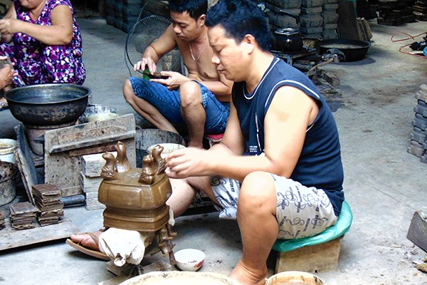 The last bronze incense burner craft village in Saigon, travel news, Vietnam guide, Vietnam airlines, Vietnam tour, tour Vietnam, Hanoi, ho chi minh city, Saigon, travelling to Vietnam, Vietnam travelling, Vietnam travel, vn news
