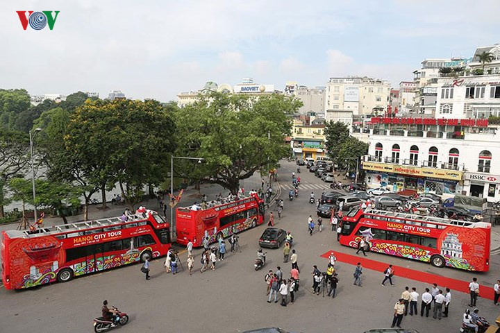 First double-decker bus for sightseeing in Hanoi, travel news, Vietnam guide, Vietnam airlines, Vietnam tour, tour Vietnam, Hanoi, ho chi minh city, Saigon, travelling to Vietnam, Vietnam travelling, Vietnam travel, vn news
