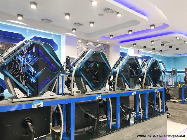 台中大里│吉吉網路生活館-大里店*號稱台中最狂電競網咖,49吋大螢幕讓你身歷其境!