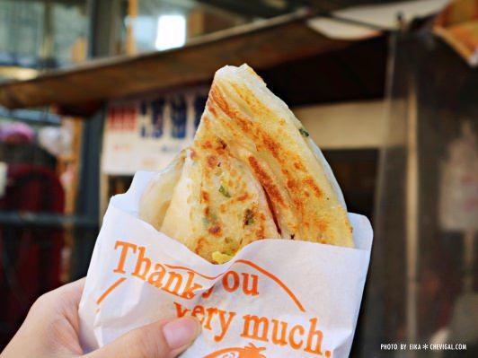 台中南屯│馬祖蔥油餅*銅板散步美食推薦。還有雙胞胎、芝麻球和甜甜圈等古早味點心唷