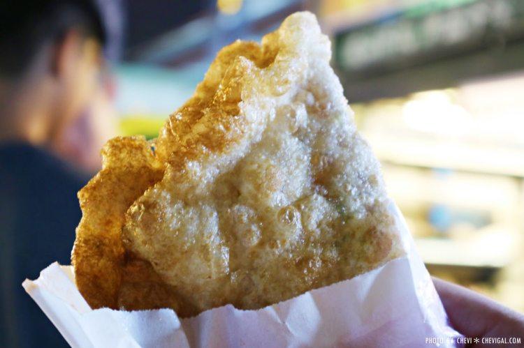 台中烏日新夜市│後山炸蛋蔥油餅*金黃酥脆的酥皮口感。讓人忍不住一口接一口。加點辣更對味唷