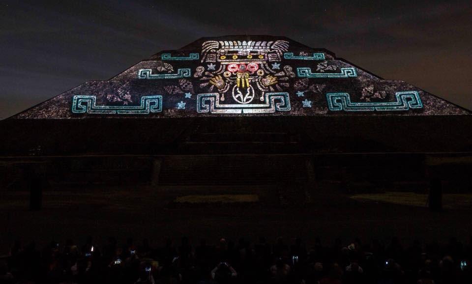 Chilango L 225 Nzate Al Show De Luz Y Sonido En Teotihuac 225 N