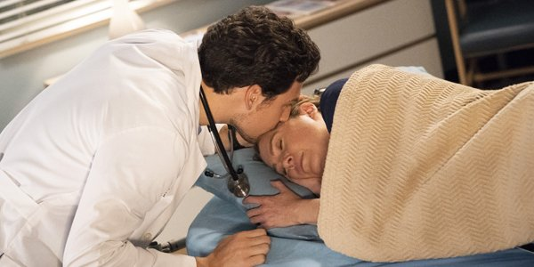 Grey's Anatomy Showrunner Is 'Shocked' By All The Hating ...