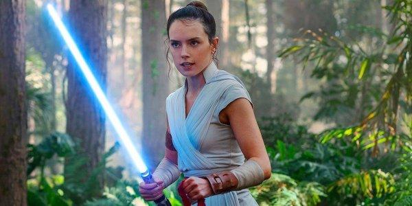 Rey wielding lightsaber in Star Wars: The Rise of Skywalker