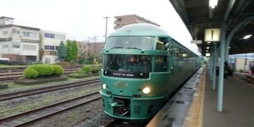 ▌日本。九州鐵道之旅▌九州必搭觀光列車♥JR特急由布院の森(ゆふいんの森)♥優雅迷人的懷舊風情