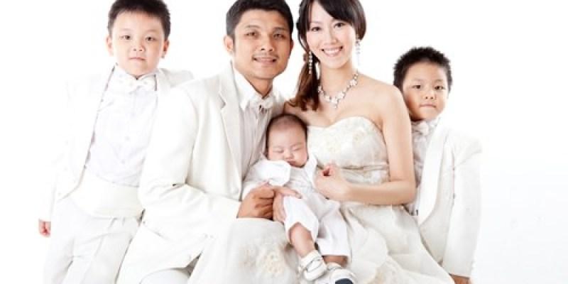 ▌三寶媽碎碎念▌小王子四個月寶寶寫真&全家福♥班尼頓攝影寫真♥