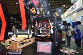ENERMAX 安耐美於 Computex 展出黑魅極光機殼, 逆轉彈塵風扇, 雙風扇電供, T50-AXE 散熱器…等產品