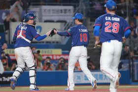 世界棒球12強賽是甚麼?今日完封韓國就是爽啊!!