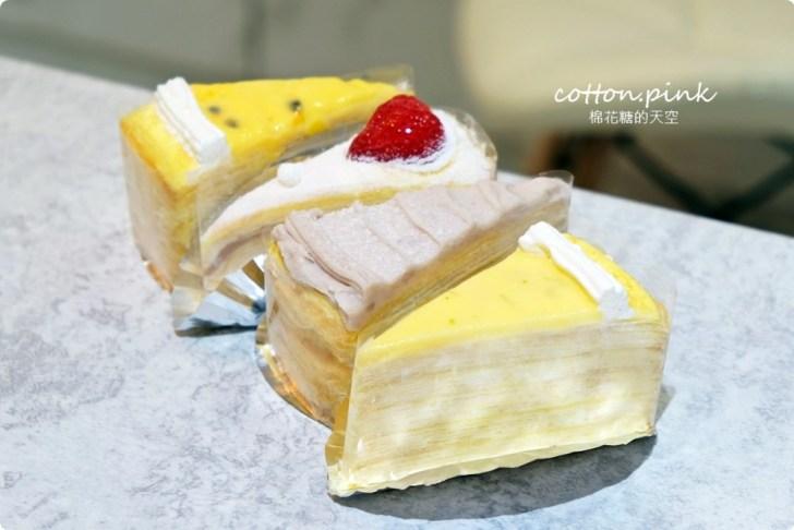 20200128140707 67 - 熱血採訪|兩層綿綿的戚風蛋糕裡面加了一整層的草莓,這也太邪惡了吧!