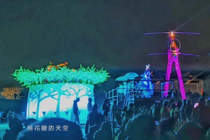 20200210160434 62 - 台灣燈會后里馬場燈區每晚都有高空特技表演~免費入場超好看!