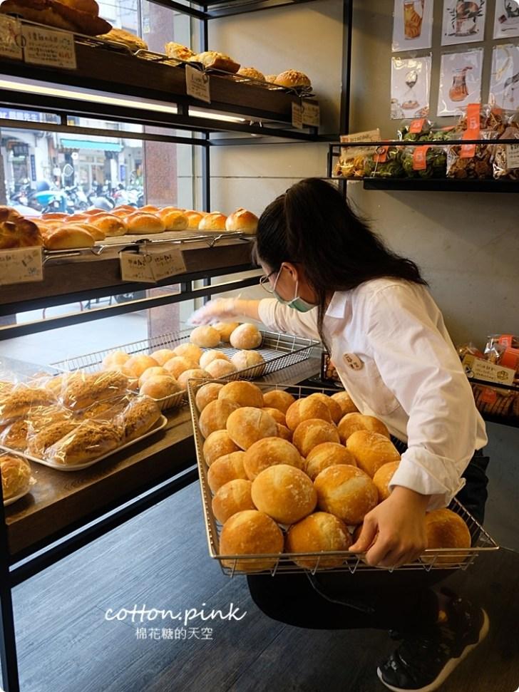 20200314162753 28 - 熱血採訪│韓國最夯的蒜蒜包!巴蕾麵包改良過,鹹甜鹹甜牽絲更好吃