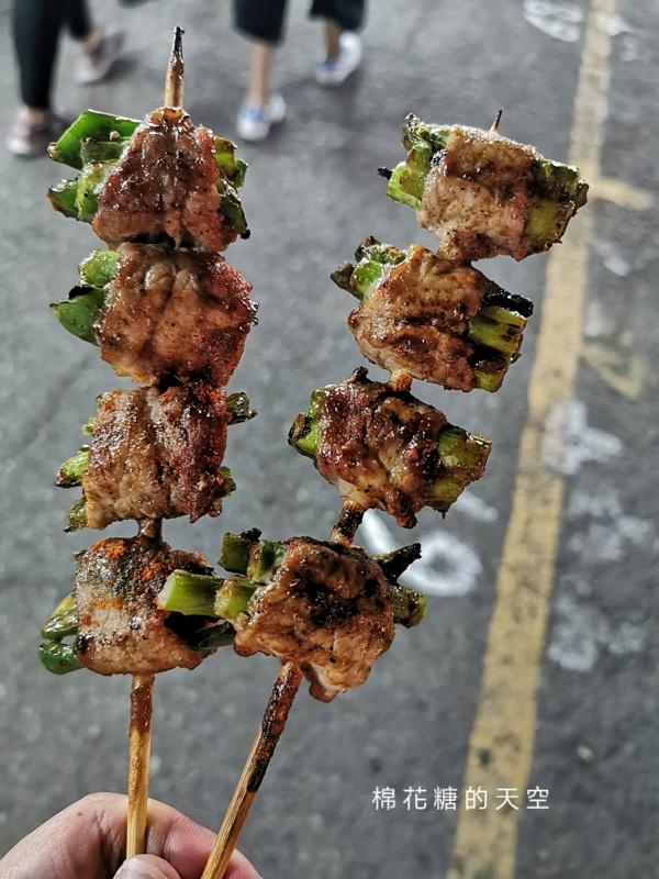 20200527221853 36 - 台中靜宜夜市必吃這一攤!野火燒烤串燒口味超多~肉串三串一百好划算!