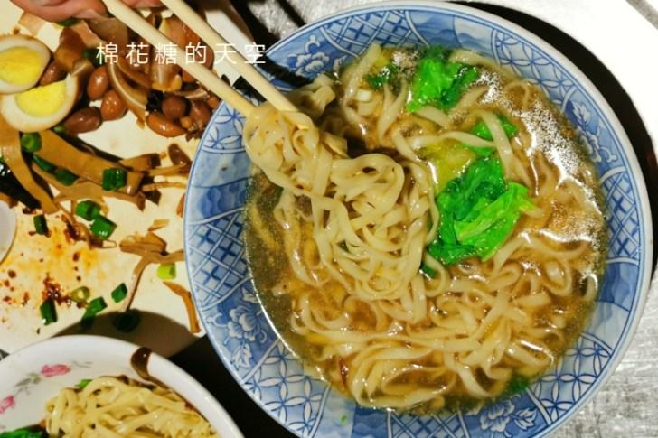 20200605231138 39 - 圍牆旁邊吃陽春麵~台中老店阿春麵担人潮很多啊!