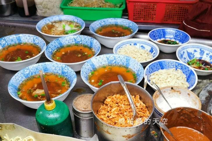 20200605231138 52 - 圍牆旁邊吃陽春麵~台中老店阿春麵担人潮很多啊!