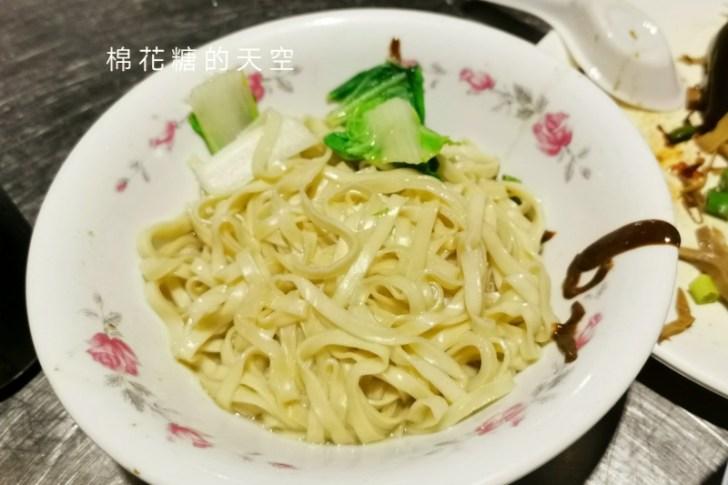 20200605231150 15 - 圍牆旁邊吃陽春麵~台中老店阿春麵担人潮很多啊!
