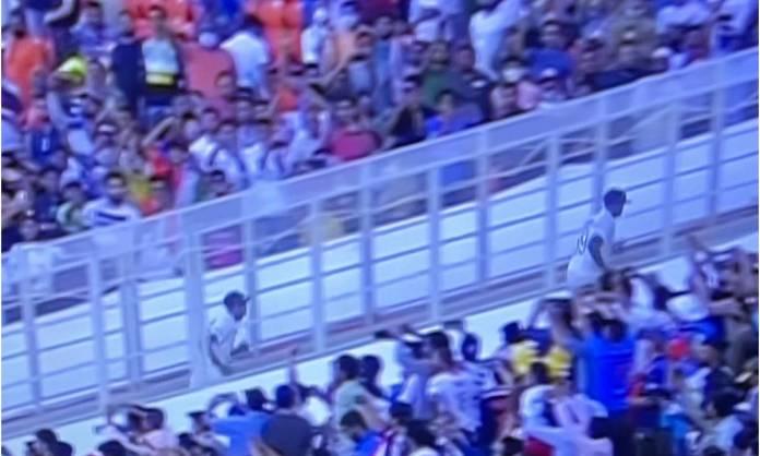Cricket Image for PHOTOS: 11 विकेट लेने के बाद भी नहीं मना सके जश्न, अश्विन के पीछे-पीछे भागते हुए न