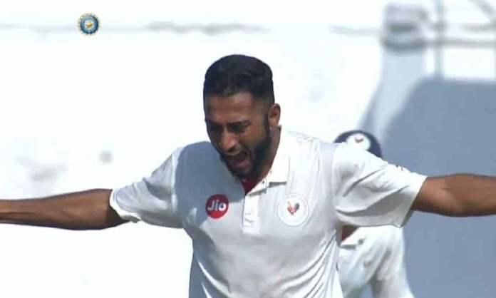 Cricket Image for 23 साल के अर्जन नागवासवाला ने टीम इंडिया में जगह बनाकर रचा इतिहास, 46 साल बाद हुआ