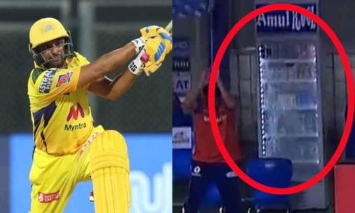 Cricket Image for VIDEO : रायडू के छक्के से बाल-बाल बचे मुंबई इंडियंस के खिलाड़ी, लेकिन टूट गया डगआउ
