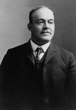 La historia del estadounidense que descubrió Chichén Itzá y compró un terreno para vender sus tesoros 1
