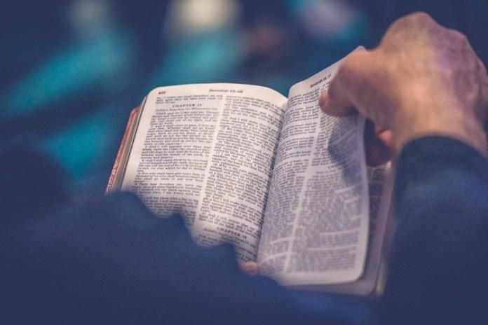 """""""Ayúdate que yo te ayudaré"""" y otras frases falsas que jamás aparecieron en la Biblia 1"""