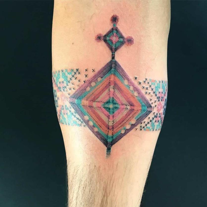 15 ideas de tatuajes de bordados huicholes y otomíes 11