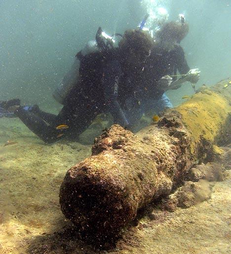 Examining shipwreck