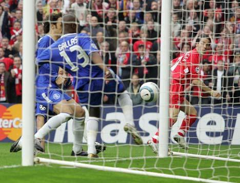 Luis Garcias Ghost Goal: Do we need goal line technology?