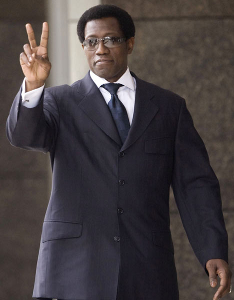 Wesley Snipes flashing the peace sign outside of a Florida courthouse...