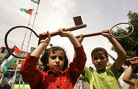 Palestinian children hold ginat keys to represent their homes their families lost