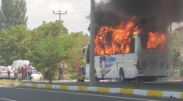 В Турции сгорел пассажирский автобус, много погибших - ФОТО