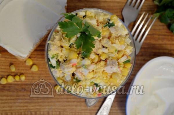 Салат с курицей и крабовыми палочками (8 фото)