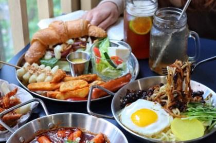 【台中x食記】懂滋咚吃。中國醫新開韓風早午餐。獨棟藍白質感裝潢。平價早餐30元起。