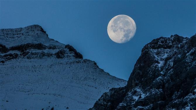 как фотографировать луну ночью на зеркалку остается