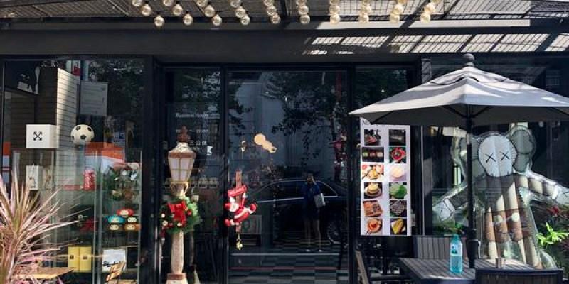 「桃園」甜點控必報到的「NOIR coffee&bistro」店員的顏值都超高!